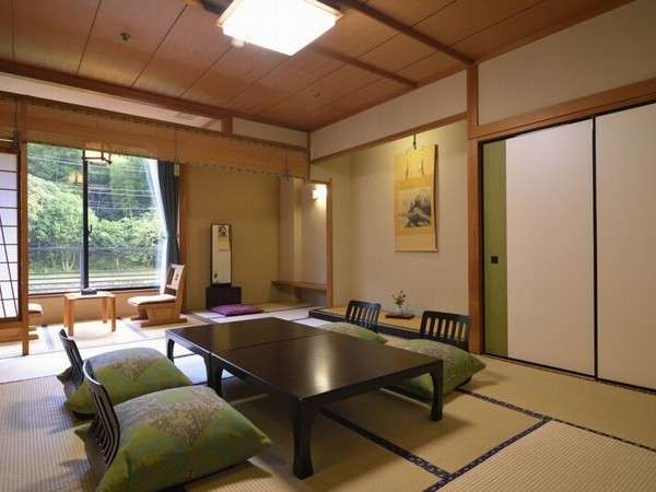 桂川 客室